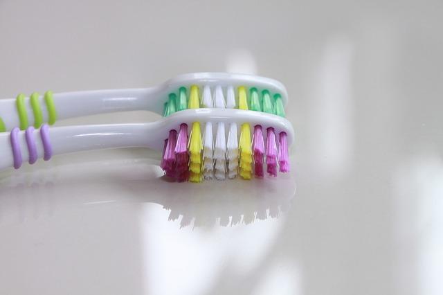 sikat gigi.