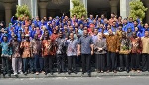 Mensesneg dan Mendikbud Lepas Guru Penggerak Mengajar di Pedalaman Papua. (Credit: ugm.ac.id)