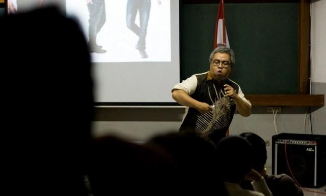 Dr. Yan Yan Sunarya, M.Sn.: Figur Eksentrik Dunia Pendidikan ITB. (Credit: itb.ac.id)