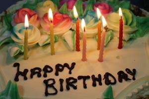 kue ulang tahun.
