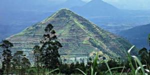 gunung sadahurip, piramida