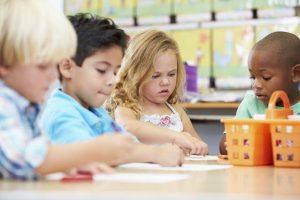 Haruskah Anak Masuk Ke Pra-Sekolah Untuk Pendidikan Awal?